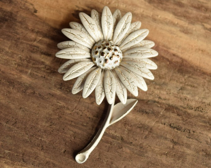 White & Gold Flower Brooch