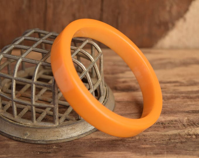 Flat Butterscotch Bakelite Bangle - Chunky Mod Bakelite - Square edge