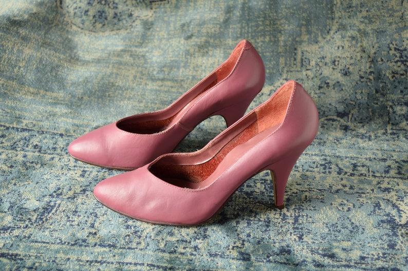 8ef9ab0ad630 Mauve Pink Pumps - Size 7 B - 1980s Heels - Rose colored Shoes - Vintage  pumps - leather heels - 80s pumps - soft pink heels