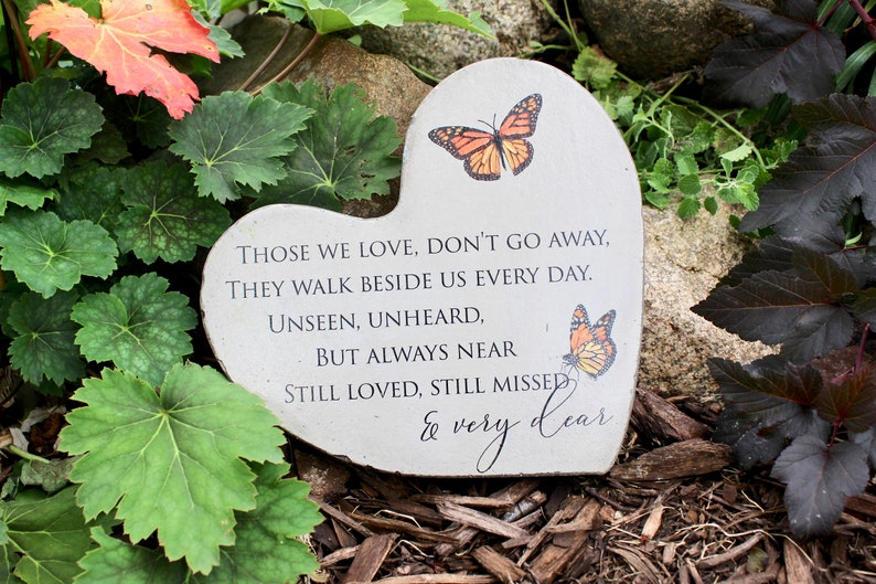 Heart Memorial Stone for Indoor or Outdoor Use. Concrete image 0