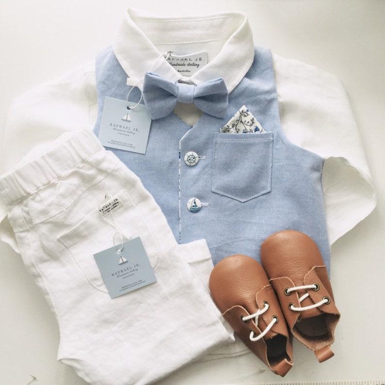 077a6ceb6c222 Les garçons blanc chemise en lin pantalon bretelles et noeud