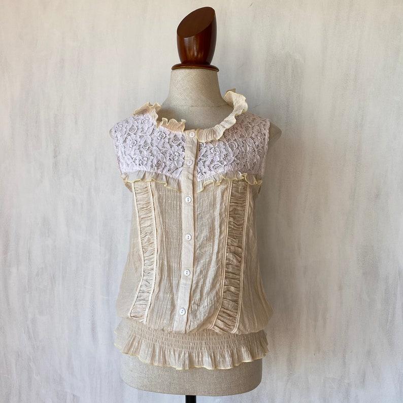 S-M. FIts best Vintage 100/% cotton lace details blouse