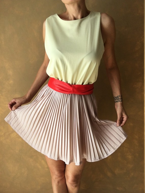 Vintage combined pleated dress for women.