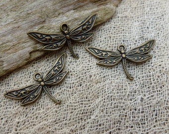 6x Dragonfly Charms, Antique Brass Pendants C63