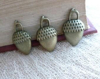 8x Acorn Charms, Antique Brass Pendants C242