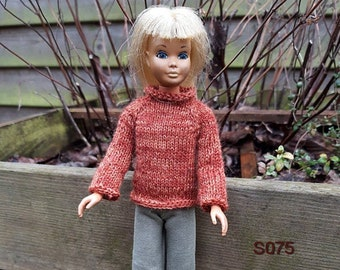 Homemade clothes for the original Skipper doll, little sister of Barbie. Sweater and pants.