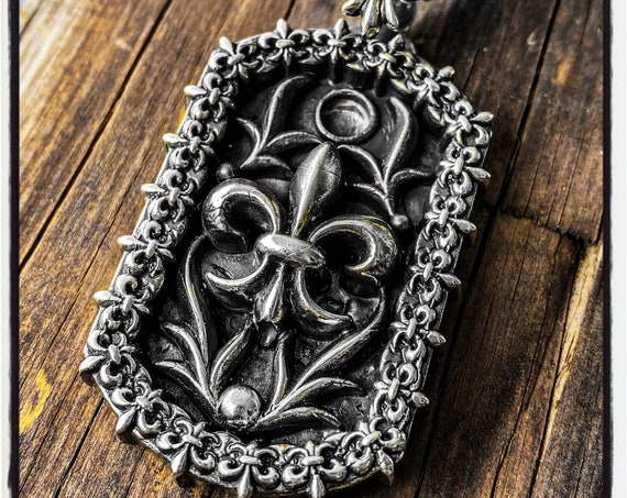 French Lilly Necklace Fleur De Lis Pendant Fleur De Lis Necklace Fleur De Lys Pendant Feur De Lys Necklace French Lilly Flower Necklace