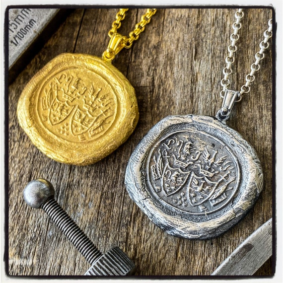 Coat of Arms Seal Pendant Coat of Arms Necklace Armorial Wax Seal Necklace Wax Seal Wax Stamp Coat of Arms Pendant Armorial Stamp Necklace