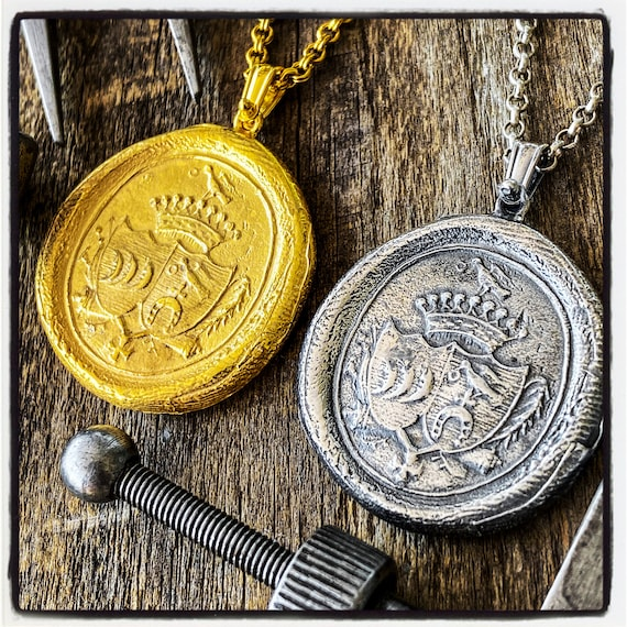 Coat of Arms Necklace Armorial Wax Seal Necklace Coat of Arms Seal Pendant Wax Seal Wax Stamp Coat of Arms Pendant Armorial Stamp Necklace