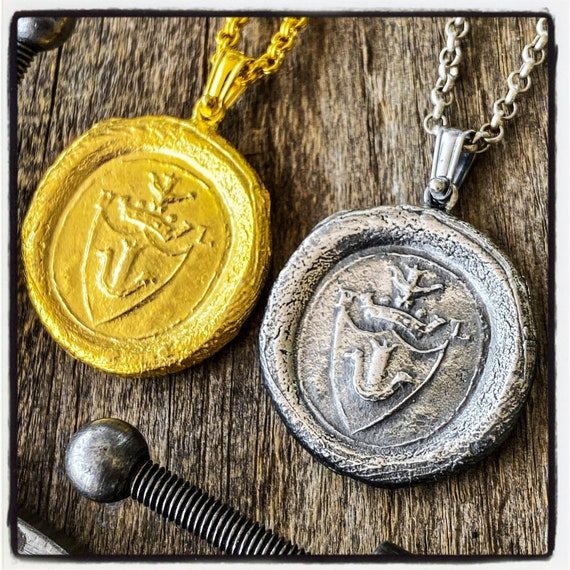 Coat of Arms Pendant Armorial Wax Seal Necklace Coat of Arms Seal Pendant Wax Seal Wax Stamp Coat of Arms Necklace Armorial Stamp Necklace