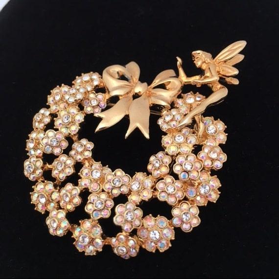 KIRK'S FOLLY FAIRY Pin on Crystal Holiday Wreath -