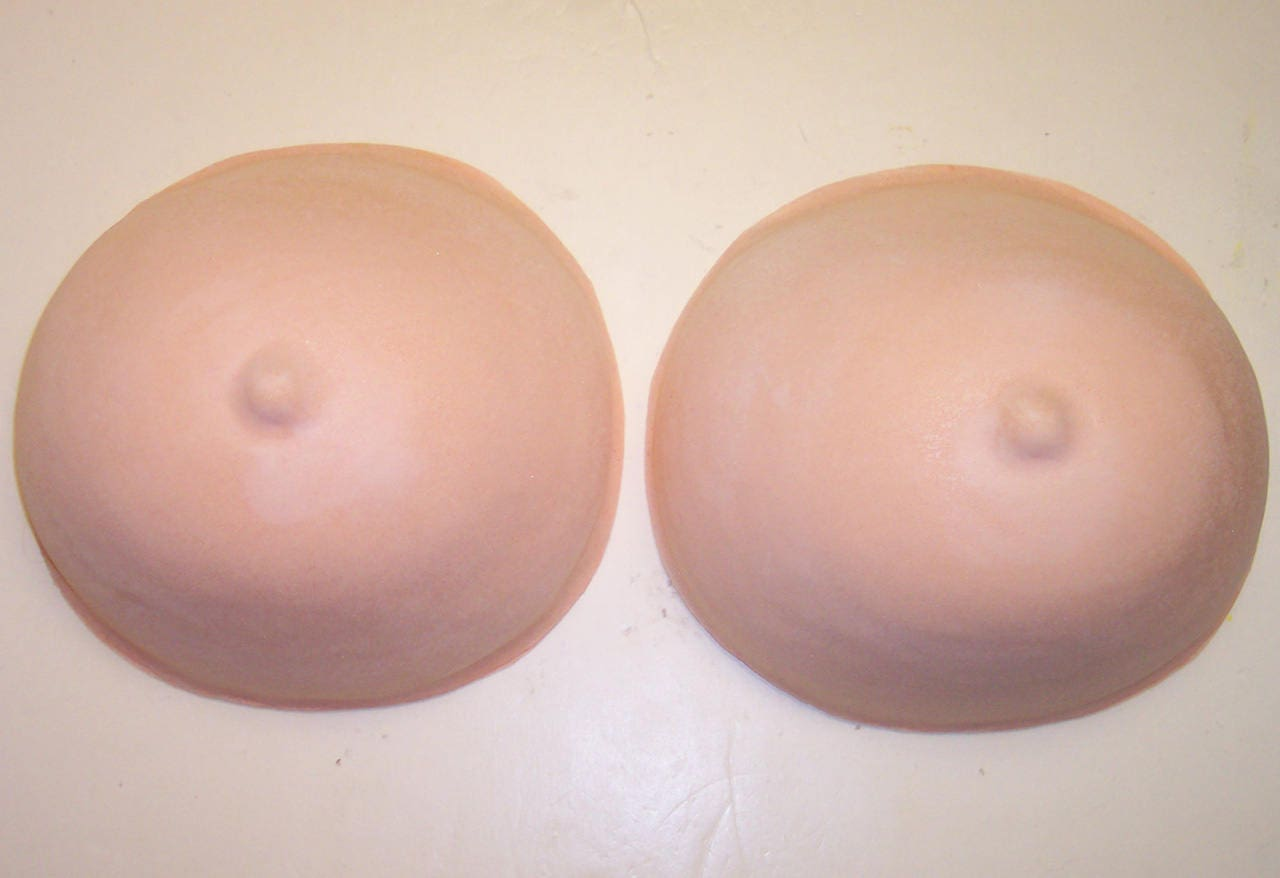 Second pair of breasts