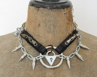 Rivets choker with ring and lock, white, UNIKAT