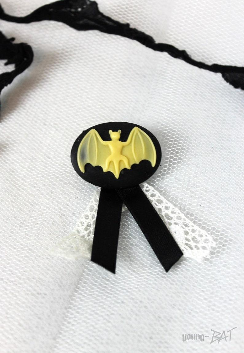 Bat cameo brooch/plug image 0