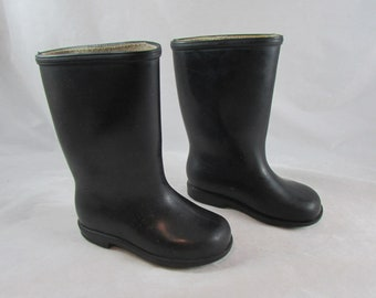 Childs Paddington Bear Dunlop Boots Wellies Rubber Galoshes Size 7 Black Vintage Made in England