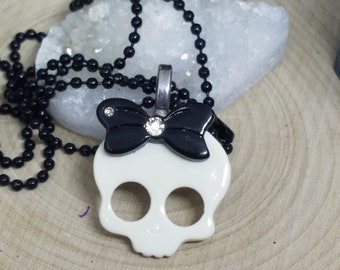 WHITE SKULL HEAD Pendant Necklace, Skull Charm Necklace, Steampunk Gothic Skull Jewelry, Boho Costume Fashion Jewelry, Skull Jewelry Gifts