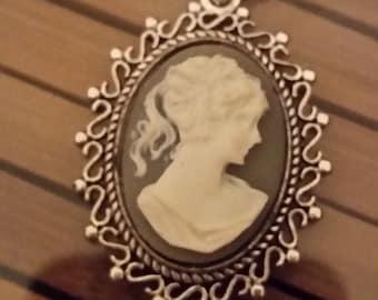 Vintage CLASSIC CAMEO Silver Pendant Necklace, Boho Costume Fashion Jewelry