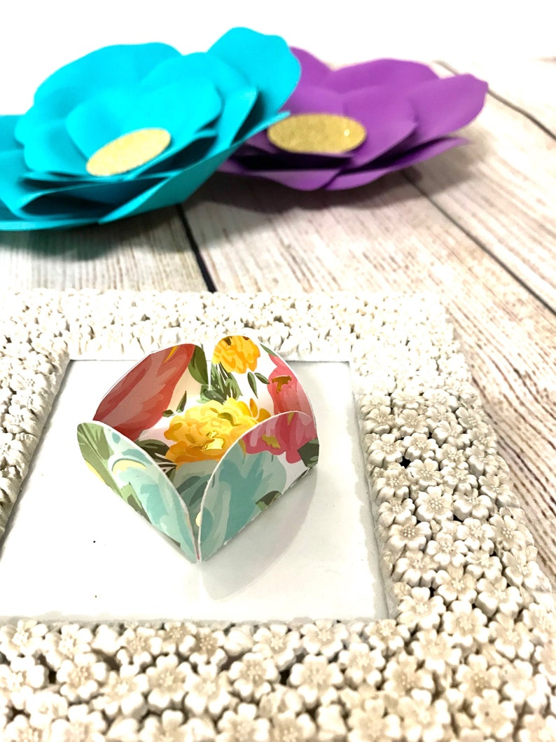 forminha treat holder 12 Floral candy holder brigadeiros