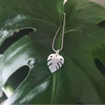 Silver Monstera Necklace, Plant Lady Necklace, Tropical Leaf Pendant, Plant Mom Jewelry, Monstera Leaf Necklace, Minimal Tropical Necklace