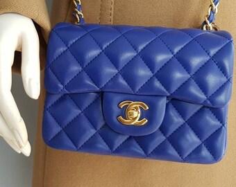 nouveau sac en cuir bleu État boîte dormeuse hologramme interne en métal  vintage authentique ton bleu électrique or Chanel sac à main MINI classique 37103a9ed44