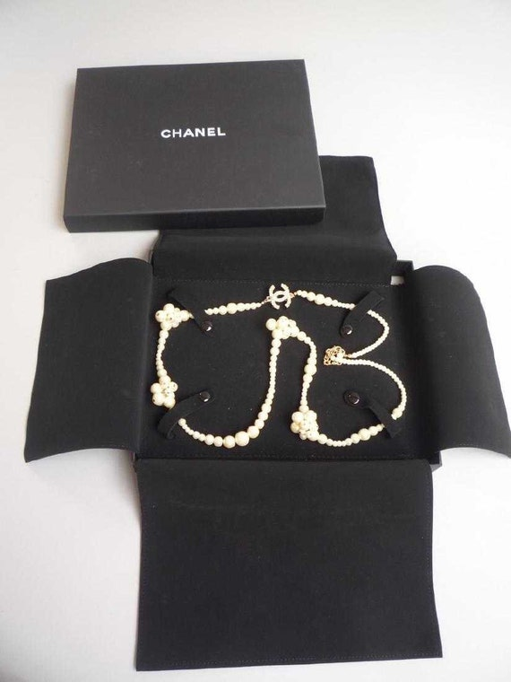 MINT CONDITION CHANEL necklace, cc necklace authen