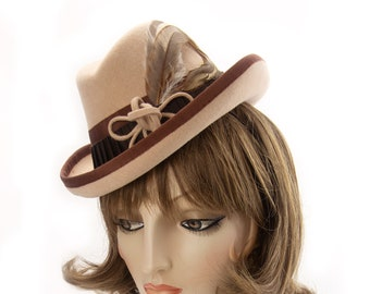 Vintage-Style Perching Homburg. Ivory Peach 1940s Tilt Hat. Ladies Fedora. Cream Fur Felt Percher with Coque Feathers. Brown '40s Trilby Hat