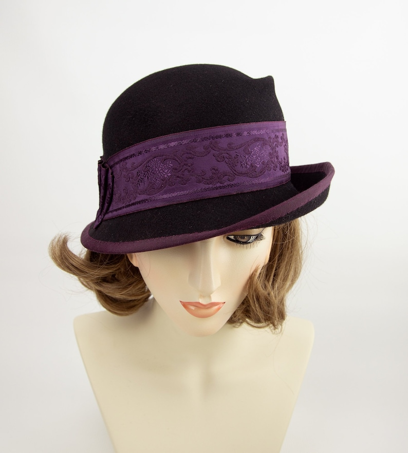 Black wool cloche with deep burgundy ribbon. Flapper hat. image 0
