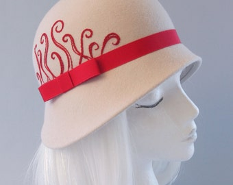 Alabaster Fur Felt Cloche with Hand Embroidered Red Swirls. Ivory Ladies' Hat, Silk Lined. 1920s Flapper Style Millinery. Miss Fisher Hat.