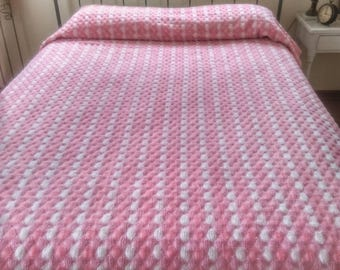 Vintage Bedspread, Hobnail Textured Pink and White Full Sized Bedspread, Craft Fabric Material, Vintage Bedding, Unique Vintage Bedspread