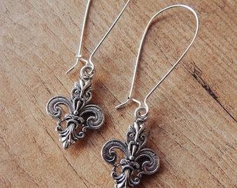"Kidney earrings ""Fleur-de-Lis"" in silver or bronze tone - Victorian/Steampunk/Gothic/Vintage style"