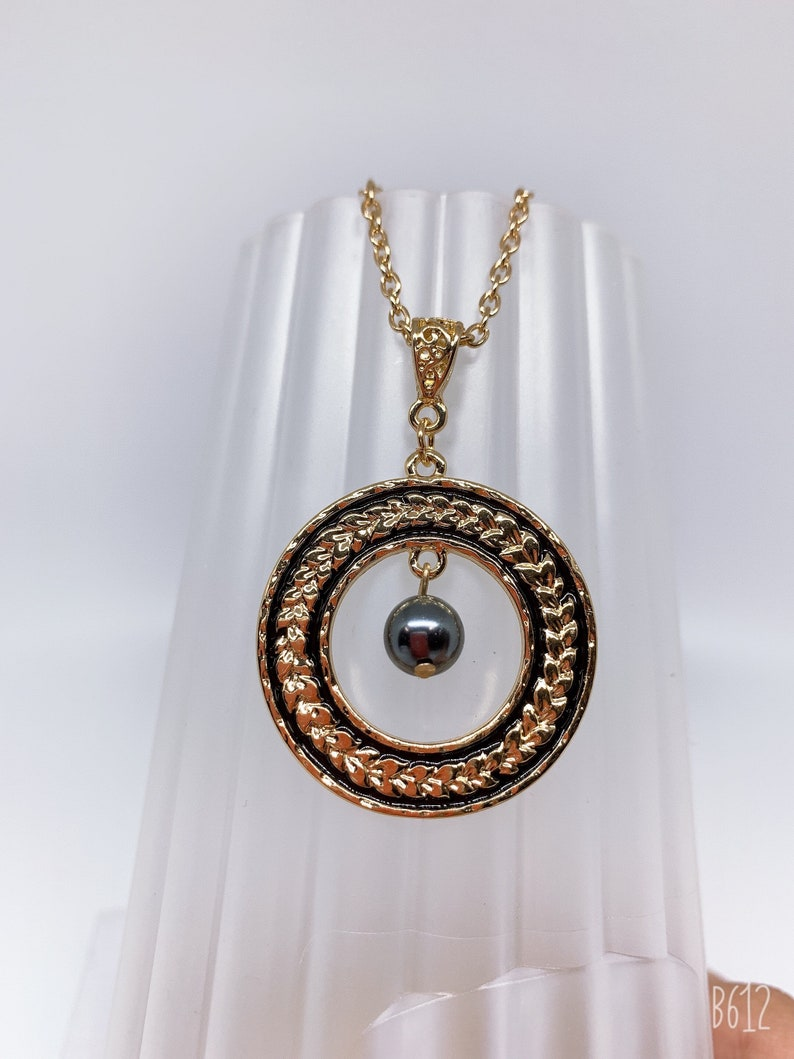 Hamilton Gold Necklace with  Shell Pearls Maile lei Black enamel Circle