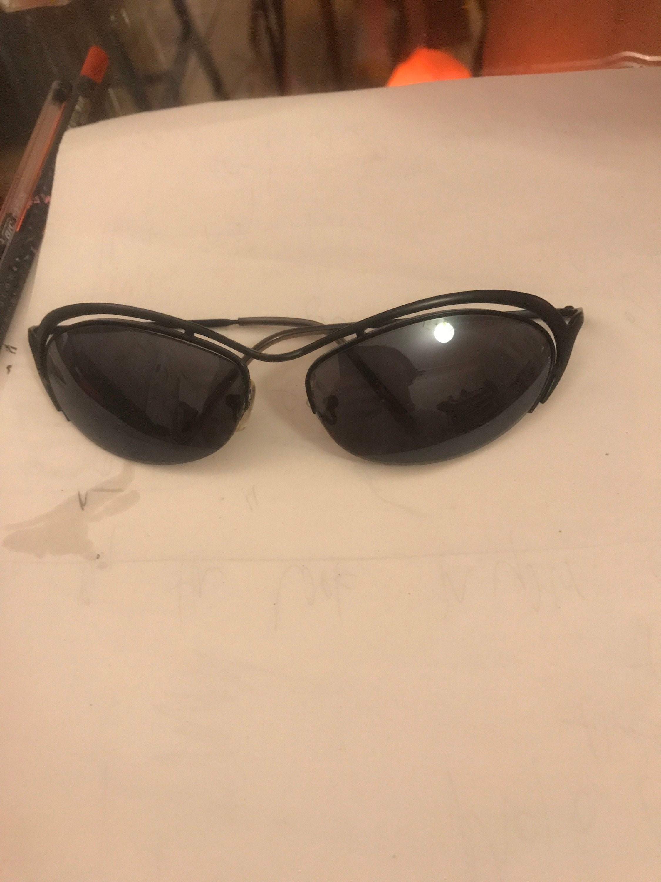 Black Metal frame oval sunglasses vtg