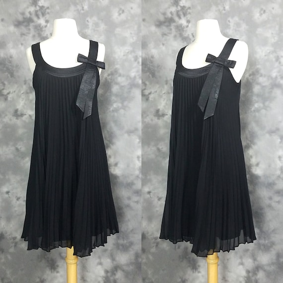 90s accordion pleated, A line, baby doll dress wit