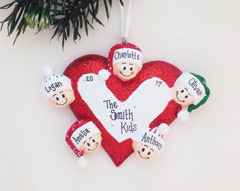 5 Happy Faces Around a Heart / Personalized Christmas Ornament for family of 5 / Custom names