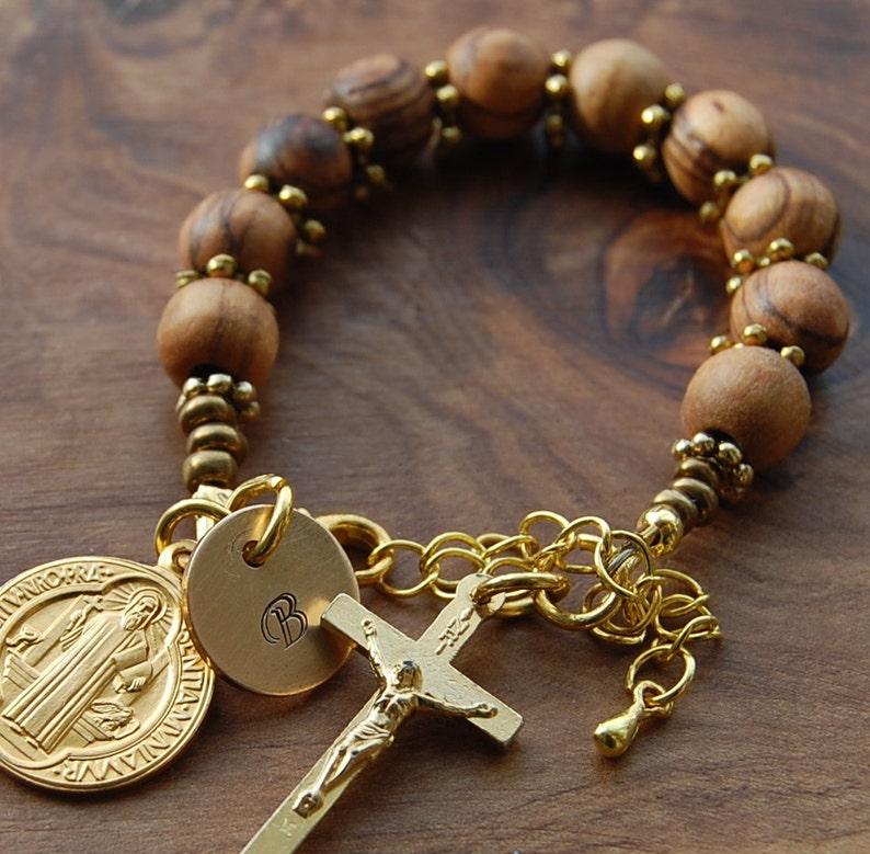 9e67cbb1199 San Benedicto católica rosario de madera de olivo. Jerusalén