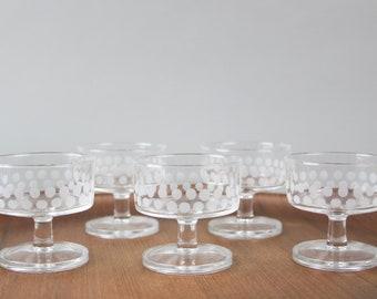 Vintage sparkling wine glass, 70s champagne glass, luminarc glass, set of 5 glasses, Mid Century modern, polka dots, Frensh Design