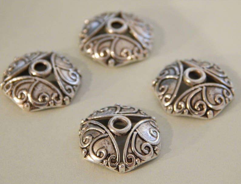 100 Perlenkappen 10mm Groß Durchbruchmuster Silber Antik