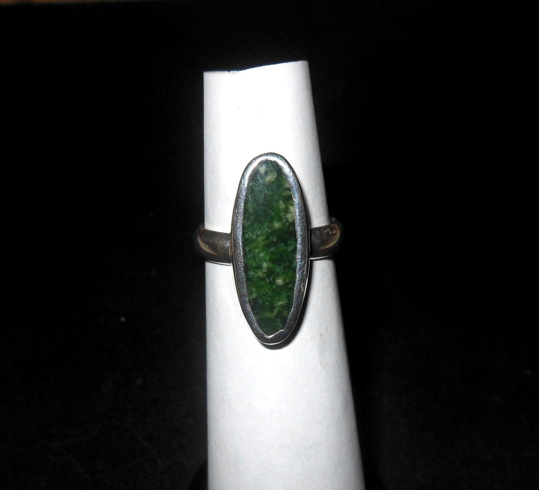 sterling silber ring mit jade stein etsy. Black Bedroom Furniture Sets. Home Design Ideas