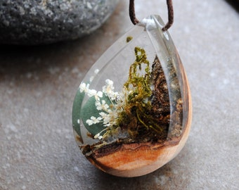 Resin Wood Necklace, Terrarium Necklace, Moss necklace, Resin Jewelry, Wood and Resin, Real Flower Necklace, Botanical Jewelry