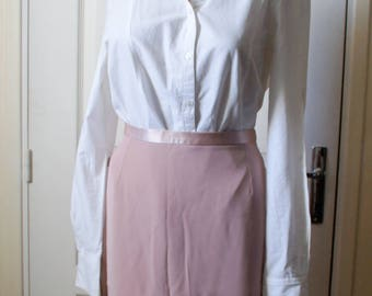 Straight pale vintage pink skirt. 1940s style