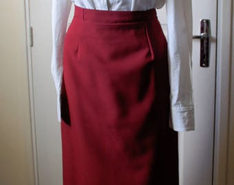 Red skirt vintage right. 1940s style
