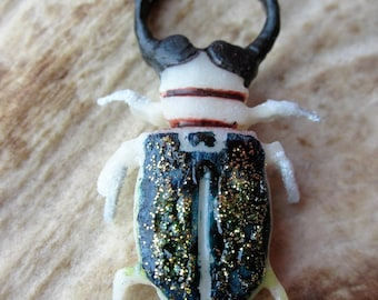 "Brooch ""Golden scarab"" bone color ink"