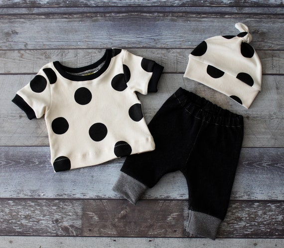 Black and White Gender Neutral Coming Home Outfit, Gender Surprise Outfit, unisex, Layette, Hospital Outfit, Baby Shower Gift, Newborn Set,