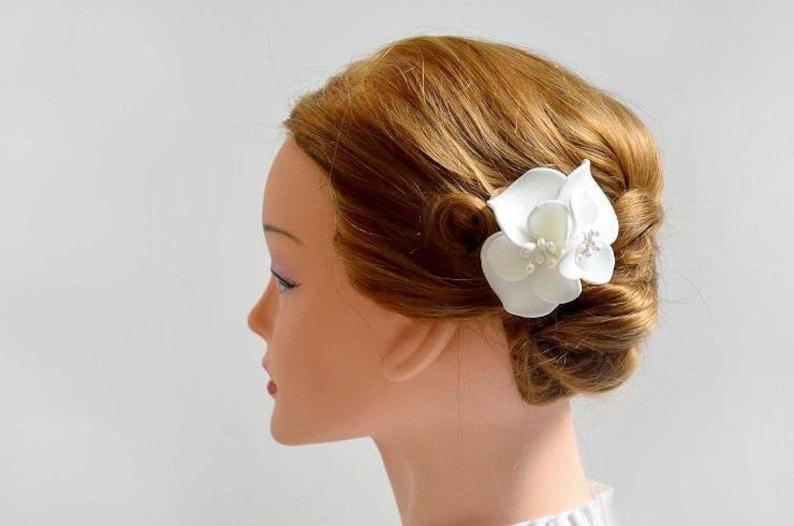 White hair flower Bridal hair comb Bridal flower Flower girl hair piece Ivory hair comb Ivory hair flower Mini fascinator