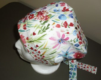 Scrub cap with buttons