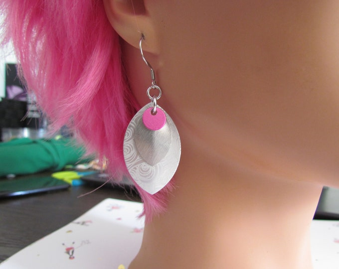 Triple Layer Scalemail Earrings (Pink/Frost/Frost Starry Night)