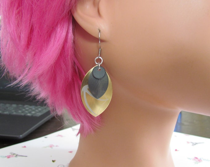 Triple Layer Scalemail Earrings (Black/Graphite/Gold Dragon)