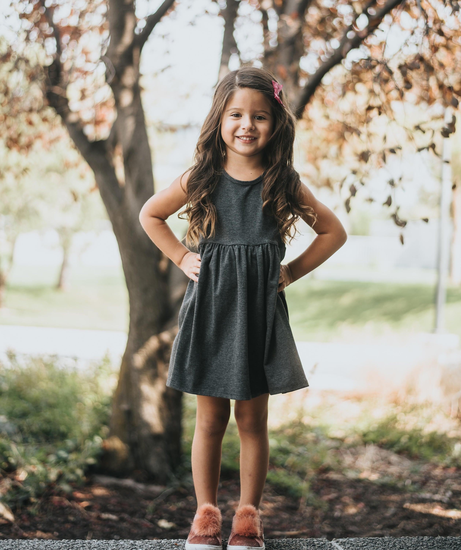 Mädchen Tank Baby-Mädchen-Kleidung Baby-Mädchen-Kleid grau ...