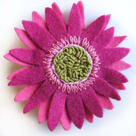 Broche flor morada gran broche de Gerbera Margarita africana