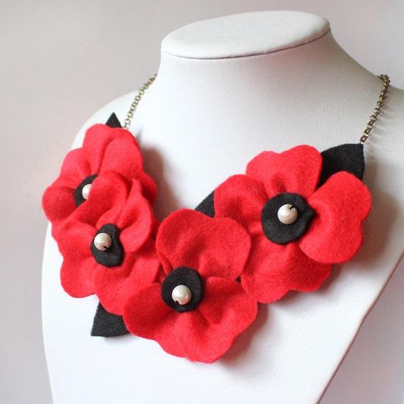 Bright necklace Poppy
